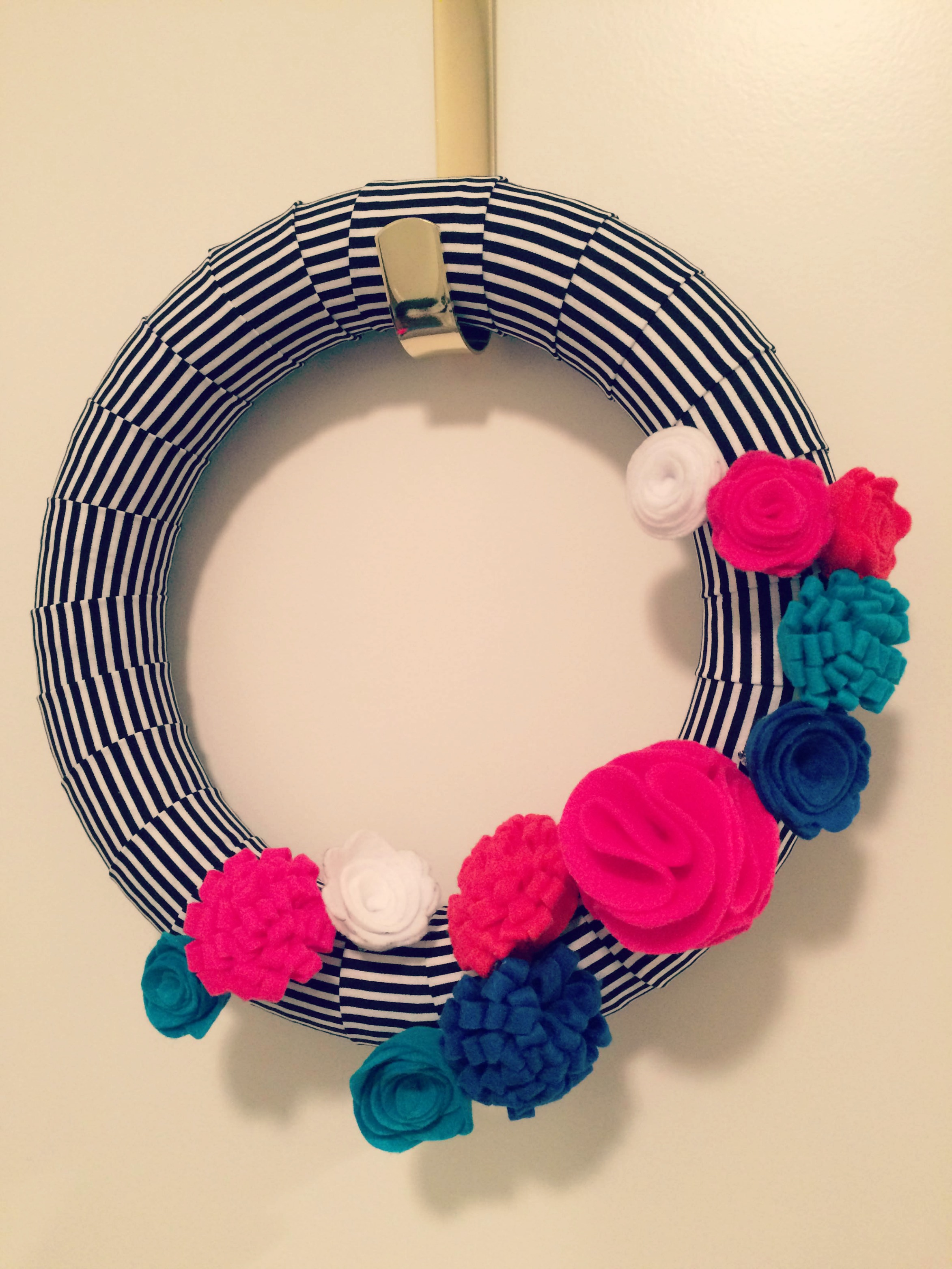 {My DIY Felt Flower Wreath - Adjusting Layout with Pin Backs}